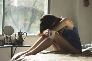 Dlaczego czuję się źle, chociaż przyjmuję hormony i mam wyniki badań w normie?