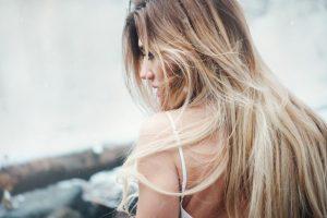 Jak powstrzymać wypadanie i odzyskać piękne włosy przy Hashimoto?